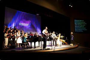 desert_springs_church_singing_001